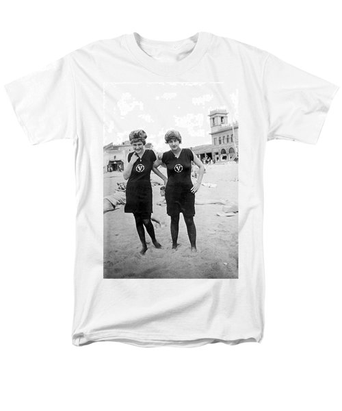 Two Girls At Venice Beach Men's T-Shirt  (Regular Fit) by Underwood Archives