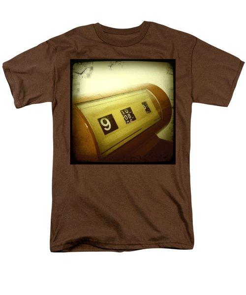 Retro clock T-Shirt by Les Cunliffe