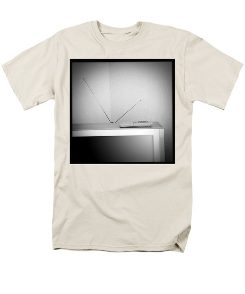 Old television T-Shirt by Les Cunliffe