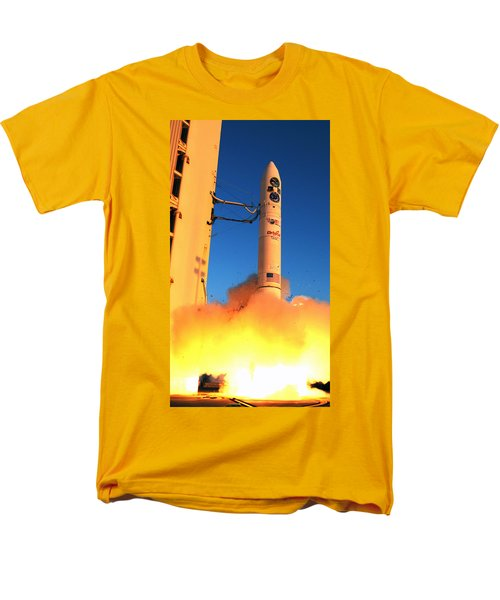 Minotaur Iv Rocket Launches Falconsat-5 Men's T-Shirt  (Regular Fit) by Science Source