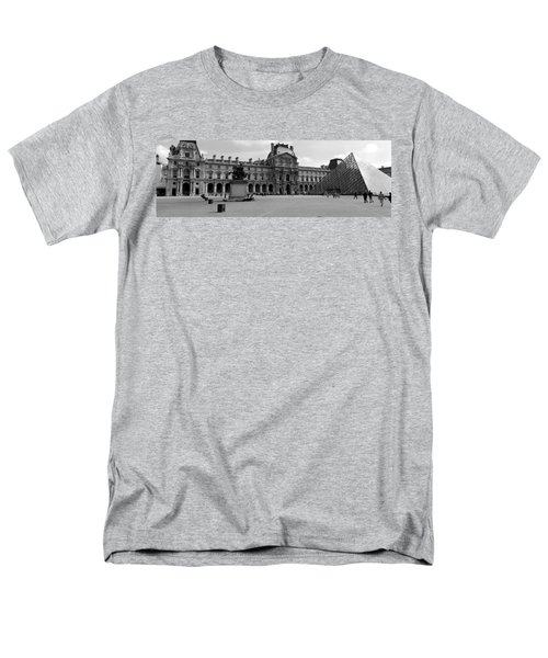 Tourists In The Courtyard Of A Museum Men's T-Shirt  (Regular Fit) by Panoramic Images
