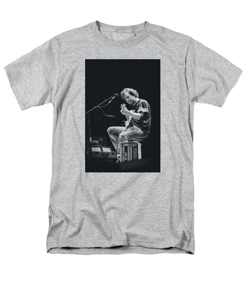 Eddie Vedder Playing Live Men's T-Shirt  (Regular Fit) by Marco Oliveira