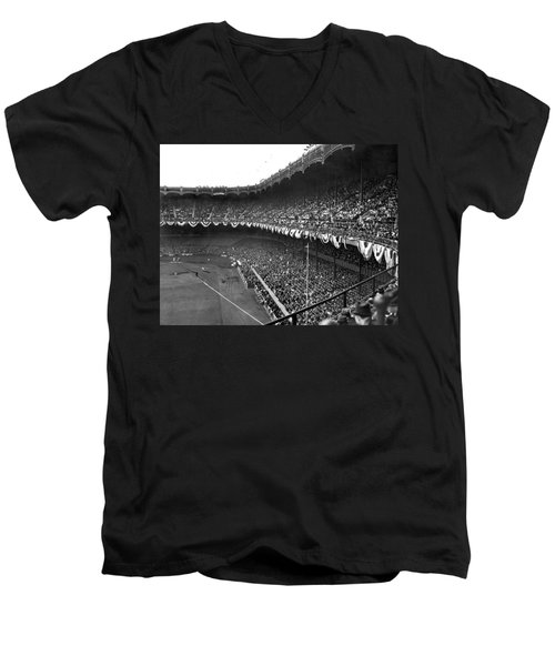 World Series In New York Men's V-Neck T-Shirt by Underwood Archives