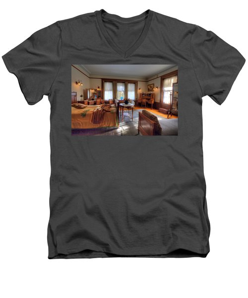 Bedroom Glensheen Mansion Duluth Men's V-Neck T-Shirt by Amanda Stadther