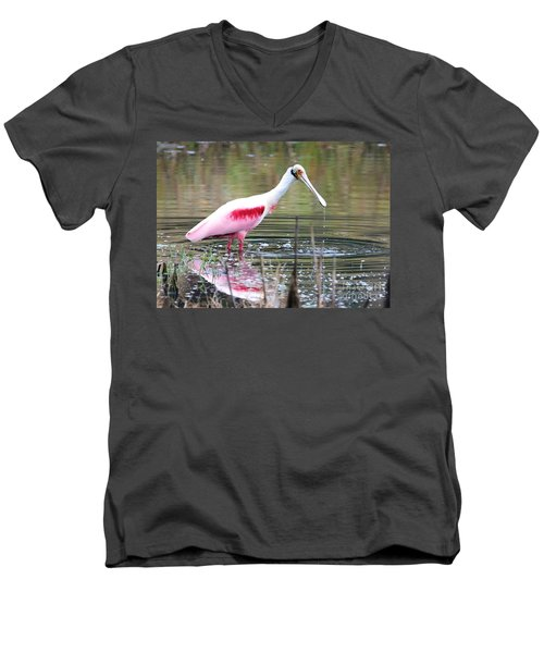 Spoonbill In The Pond Men's V-Neck T-Shirt by Carol Groenen