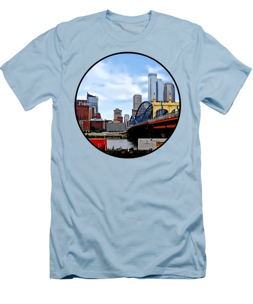 Pittsburgh Pa - Train By Smithfield St Bridge Men's T-Shirt (Slim Fit) by Susan Savad
