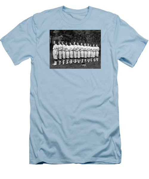 Vintage Photo Of Women's Baseball Team Men's T-Shirt (Slim Fit) by American School