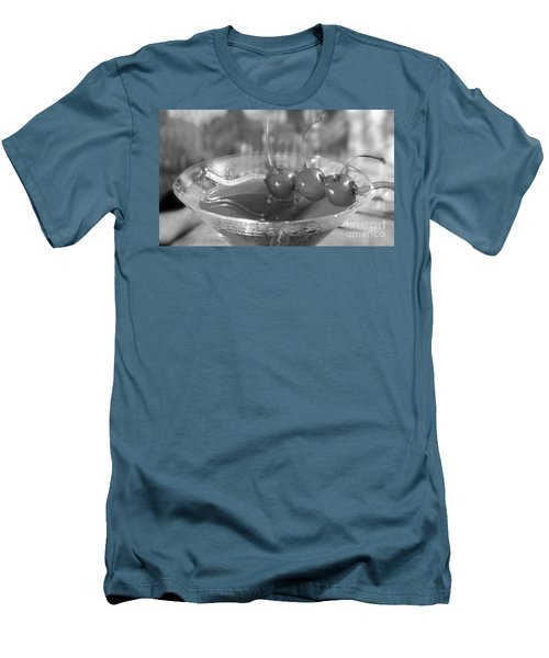 Shirley Temple Drink Men's T-Shirt (Slim Fit) by Iris Richardson