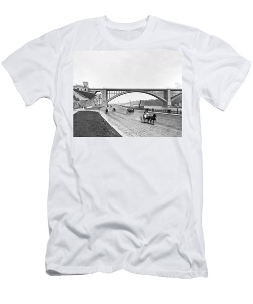 The Harlem River Speedway Men's T-Shirt (Slim Fit) by William Henry jackson
