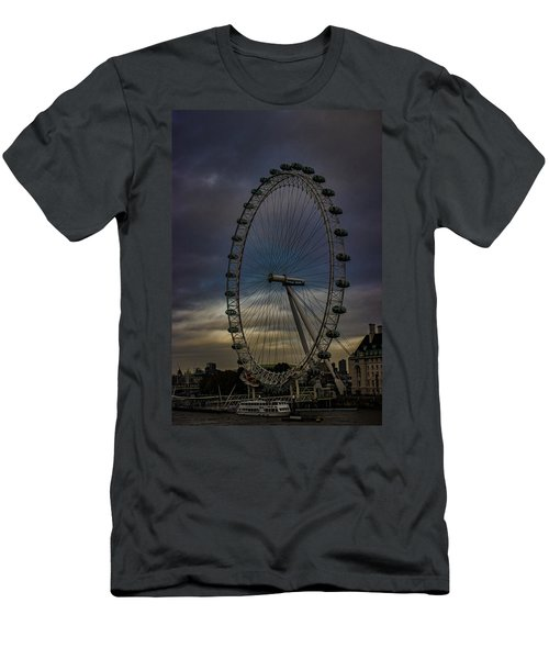 The London Eye Men's T-Shirt (Slim Fit) by Martin Newman