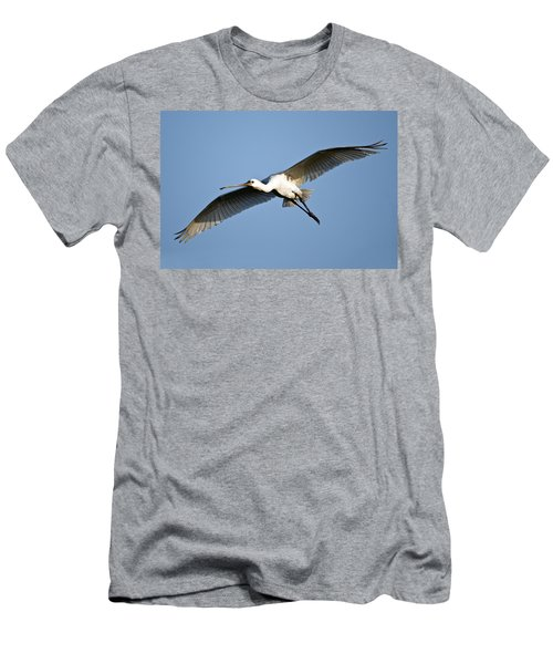 Low Angle View Of A Eurasian Spoonbill Men's T-Shirt (Slim Fit) by Panoramic Images