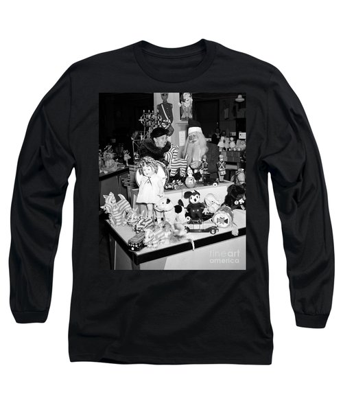 First Lady Eleanor Roosevelt And Santa Long Sleeve T-Shirt by Science Source