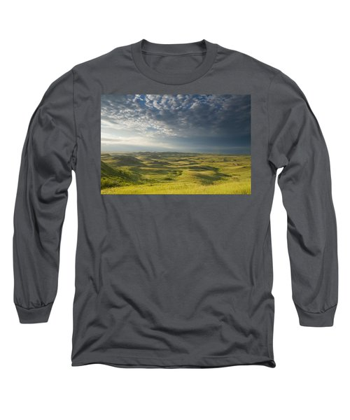 Killdeer Badlands In The East Block Of Long Sleeve T-Shirt by Dave Reede