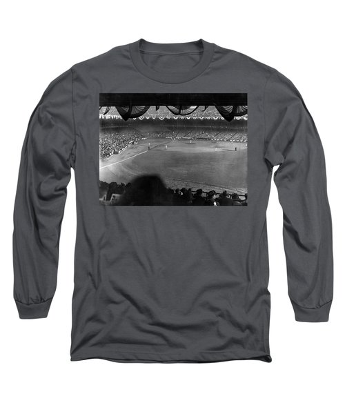 Yankees Defeat Giants Long Sleeve T-Shirt by Underwood Archives