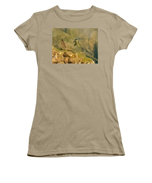 Eastern Newt In A Shallow Pool Of Water Women's T-Shirt (Junior Cut) by Chris Flees