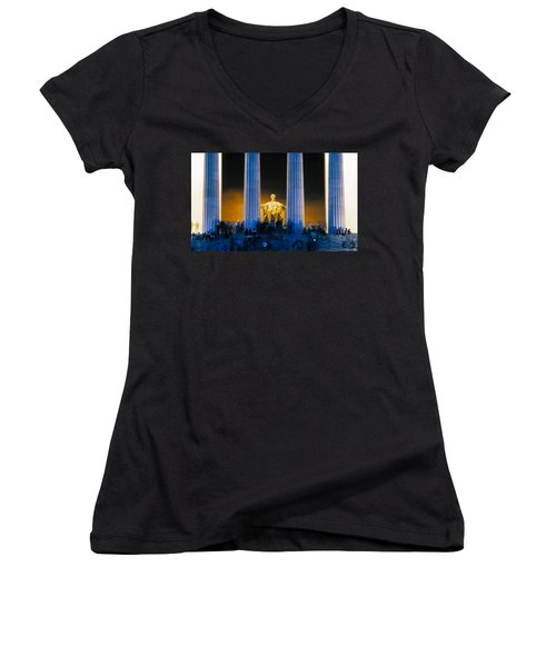Tourists At Lincoln Memorial Women's V-Neck T-Shirt (Junior Cut) by Panoramic Images