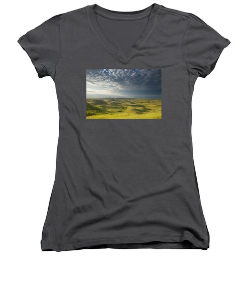 Killdeer Badlands In The East Block Of Women's V-Neck T-Shirt (Junior Cut) by Dave Reede