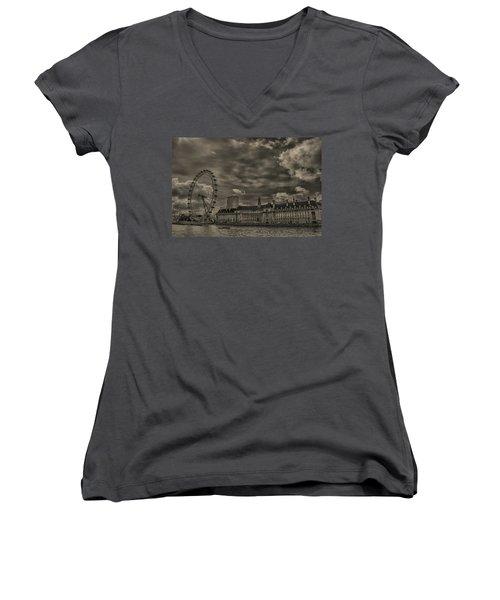 London Eye Women's V-Neck T-Shirt (Junior Cut) by Martin Newman