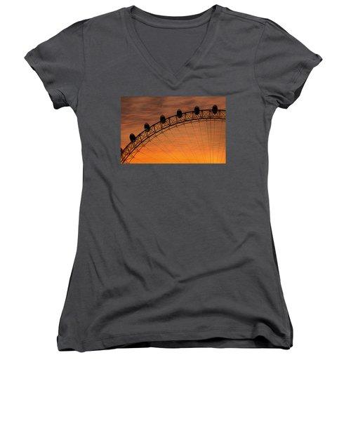London Eye Sunset Women's V-Neck T-Shirt (Junior Cut) by Martin Newman