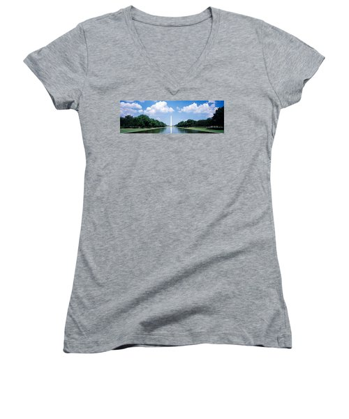 Washington Monument Washington Dc Women's V-Neck T-Shirt (Junior Cut) by Panoramic Images