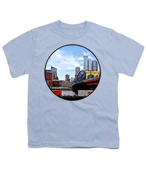Pittsburgh Pa - Train By Smithfield St Bridge Youth T-Shirt by Susan Savad