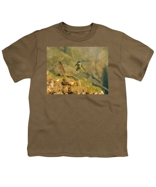 Eastern Newt In A Shallow Pool Of Water Youth T-Shirt by Chris Flees