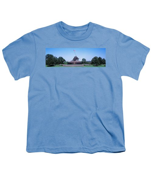 War Memorial With Washington Monument Youth T-Shirt by Panoramic Images