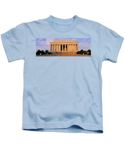 Facade Of A Memorial Building, Lincoln Kids T-Shirt by Panoramic Images