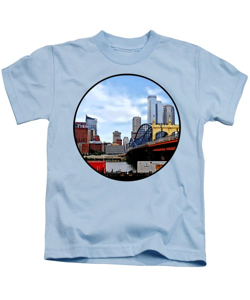 Pittsburgh Pa - Train By Smithfield St Bridge Kids T-Shirt by Susan Savad