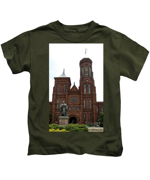 The Smithsonian - Washington Dc Kids T-Shirt by Christiane Schulze Art And Photography