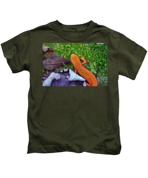 Eastern Newt Kids T-Shirt by David Rucker