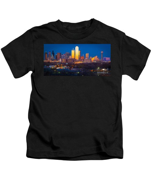 Dallas Skyline Kids T-Shirt by Inge Johnsson