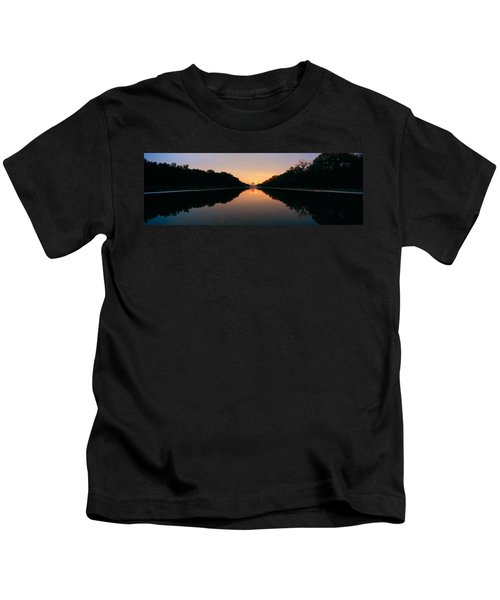The Lincoln Memorial At Sunset Kids T-Shirt by Panoramic Images