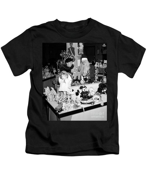 First Lady Eleanor Roosevelt And Santa Kids T-Shirt by Science Source