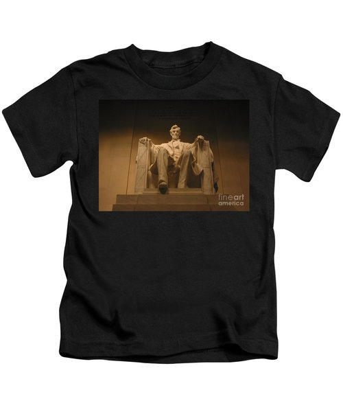 Lincoln Memorial Kids T-Shirt by Brian McDunn