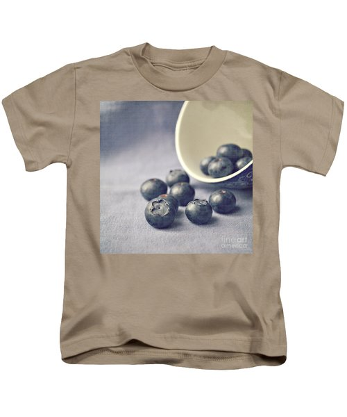 Bowl Of Blueberries Kids T-Shirt by Lyn Randle