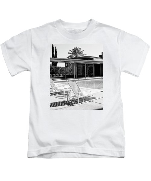 Sinatra Pool Bw Palm Springs Kids T-Shirt by William Dey