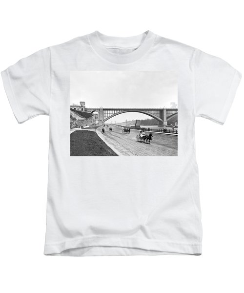The Harlem River Speedway Kids T-Shirt by William Henry jackson
