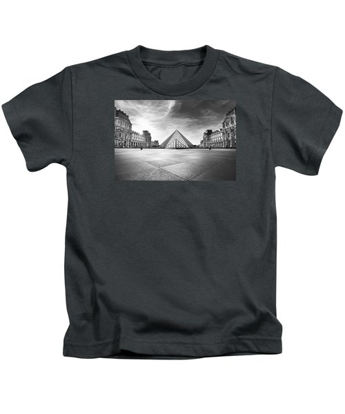 Louvre Bw Kids T-Shirt by Ivan Vukelic