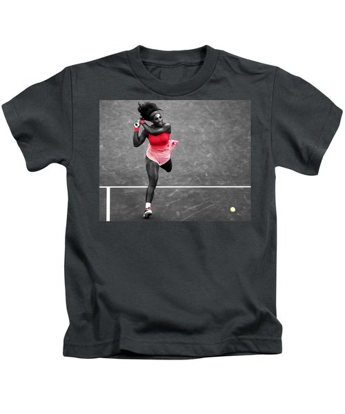 Serena Williams Strong Return Kids T-Shirt by Brian Reaves