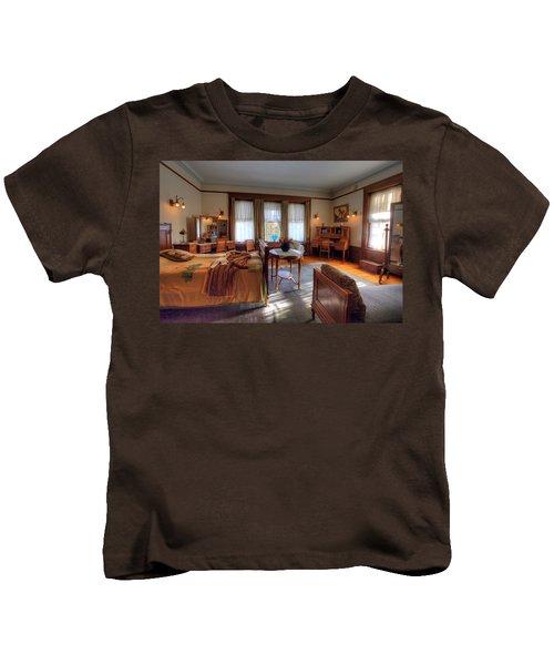 Bedroom Glensheen Mansion Duluth Kids T-Shirt by Amanda Stadther