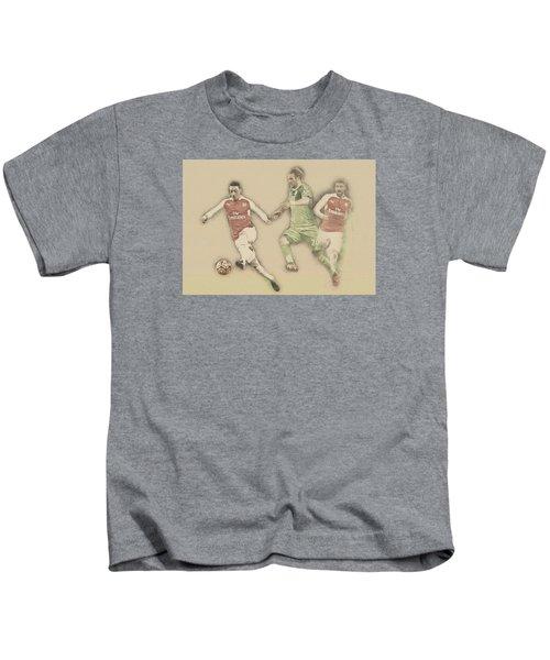 Mesut Ozil Kids T-Shirt by Don Kuing