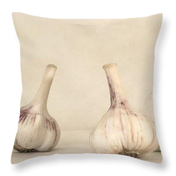 fresh garlic Throw Pillow by Priska Wettstein