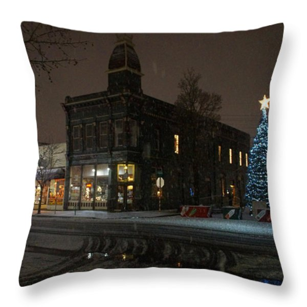 5th And G At Christmas 2012 No2 Throw Pillow by Mick Anderson