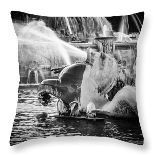 Chicago Buckingham Fountain Seahorse In Black And White Throw Pillow by Paul Velgos