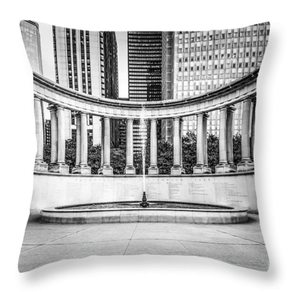 Chicago Millennium Monument In Black And White Throw Pillow by Paul Velgos