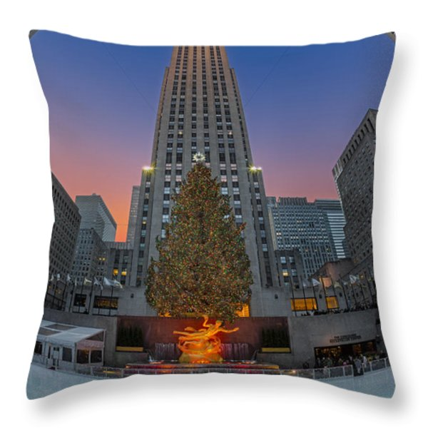 Christmas At Rockefeller Center In Nyc Throw Pillow by Susan Candelario
