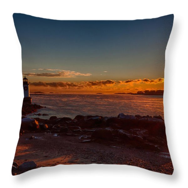 Dawn rises Throw Pillow by Jeff Folger