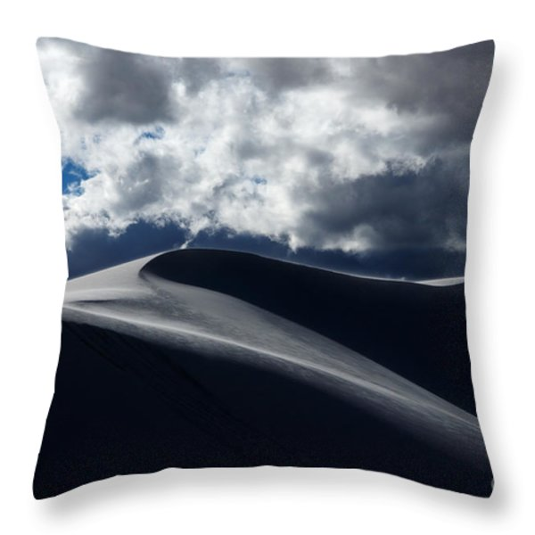 Drama On The Rim Throw Pillow by Vivian Christopher