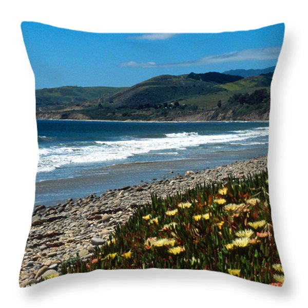 El Capitan Beach Throw Pillow by Kathy Yates